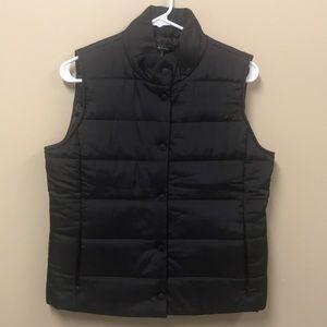 Daisy Fuentes black puffer vest